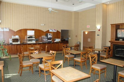 Restaurant | Holiday Inn Express Hotel & Suites Warrenton