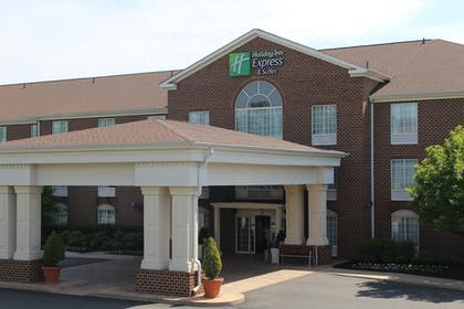 Featured Image | Holiday Inn Express Hotel & Suites Warrenton