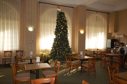 Breakfast Area | Holiday Inn Express Hotel & Suites Warrenton