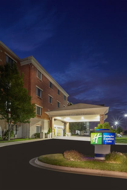 Exterior | Holiday Inn Express Hotel & Suites Grand Rapids - South