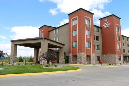 Hotel Front | Best Western Plus Omaha Airport Inn