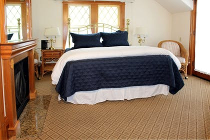 Guestroom | Pacific Grove Inn