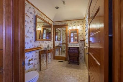 Bathroom | Pacific Grove Inn