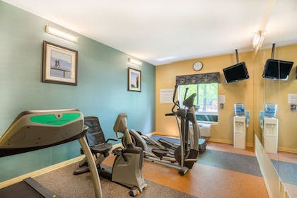 Fitness Facility | Holiday Inn Express Hotel & Suites Woodbridge