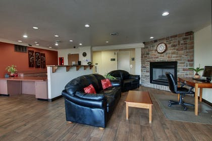 Lobby Sitting Area | All Towne Suites