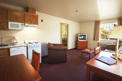 Living Area | Carson City Plaza Hotel and Event Center
