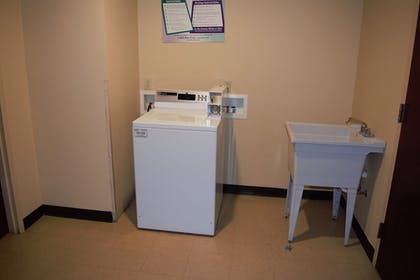 Laundry Room | Best Western Plus Strawberry Inn & Suites