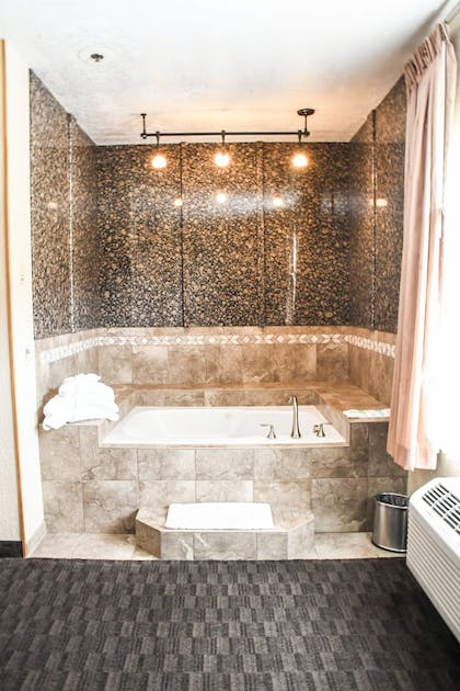 Deep Soaking Bathtub | Aarchway Inn