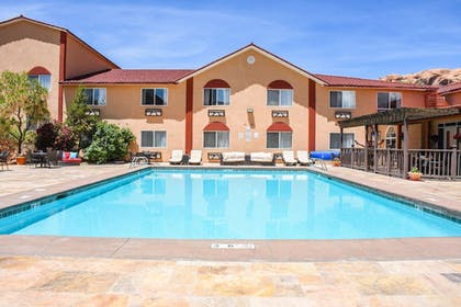 Outdoor Pool | Aarchway Inn