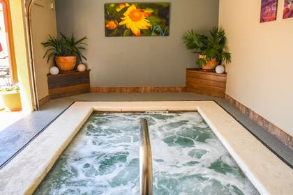 Indoor Spa Tub | Aarchway Inn