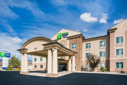 Hotel Front | Holiday Inn Express & Suites Cedar City