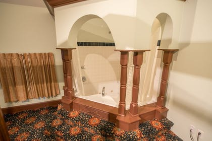 Deep Soaking Bathtub | Chateau Avalon, an Ascend Hotel Collection