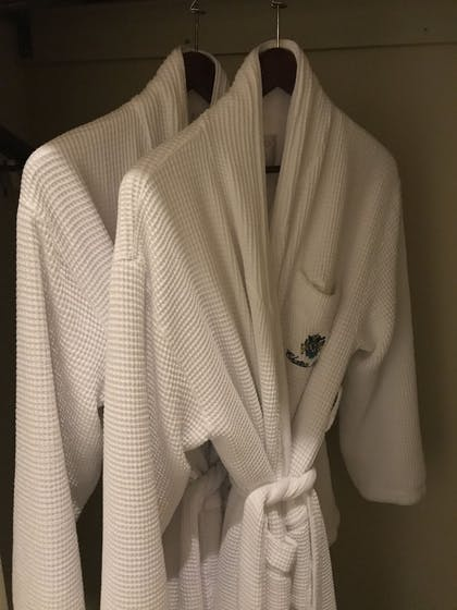 Bathroom Amenities | Chateau Avalon, an Ascend Hotel Collection