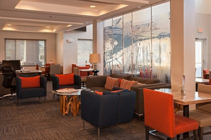 Lobby Lounge | Holiday Inn Express Hotel & Suites Chanhassen