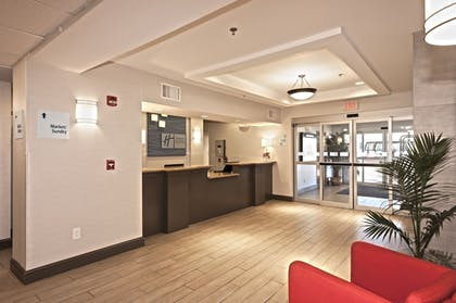 Lobby | Holiday Inn Express Hotel & Suites Chanhassen