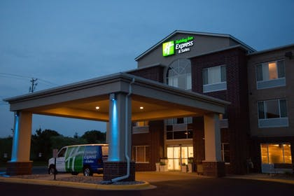 Exterior | Holiday Inn Express Hotel & Suites Chanhassen