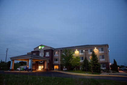 Hotel Entrance | Holiday Inn Express Hotel & Suites Chanhassen