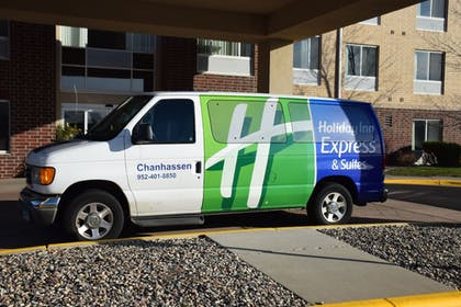 City Shuttle | Holiday Inn Express Hotel & Suites Chanhassen