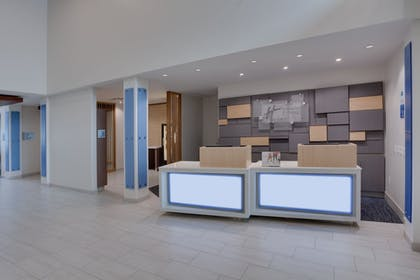 Lobby | Holiday Inn Express Hotel & Suites Ft Lauderdale Airport/Cru