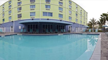 Outdoor Pool | Holiday Inn Express Hotel & Suites Ft Lauderdale Airport/Cru
