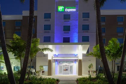 Exterior | Holiday Inn Express Hotel & Suites Ft Lauderdale Airport/Cru