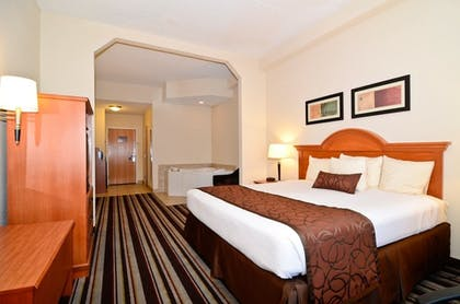 Guestroom | Best Western Windsor Inn & Suites
