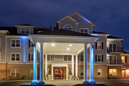 Exterior | Holiday Inn Express Hotel & Suites White River Junction