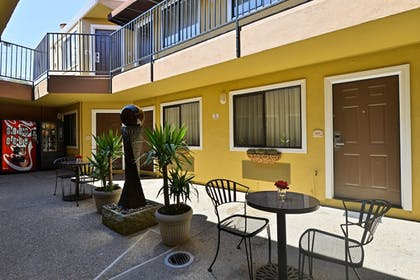 Courtyard | Americas Best Value Inn & Suites SFO Airport N