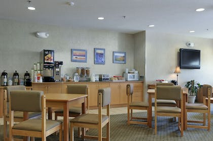 Breakfast Area | Microtel Inn & Suites by Wyndham Plattsburgh