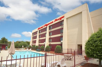 Pool | Hotel Pigeon Forge