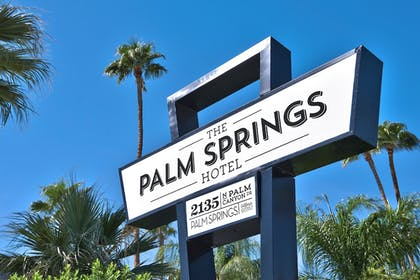 Hotel Entrance | The Palm Springs Hotel