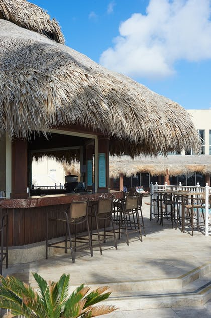 Hotel Bar | Newport Beachside Resort
