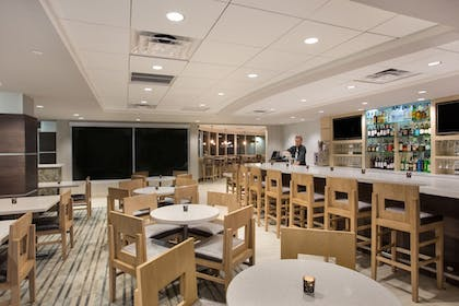 Hotel Bar | Holiday Inn Hotel & Suites Scottsdale North - Airpark
