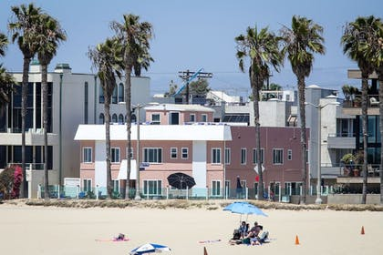 Featured Image | Venice on the Beach Hotel
