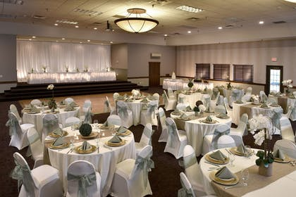 Banquet Hall | Stoney Creek Hotel & Conference Center Des Moines