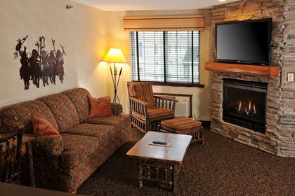 Living Area | Stoney Creek Hotel & Conference Center Des Moines