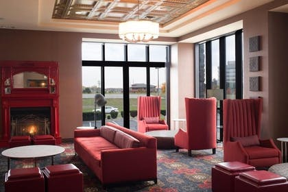 Lobby Sitting Area | Shoreline Inn & Conference Center an Ascend Collection Hotel