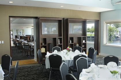 Restaurant | Shoreline Inn & Conference Center an Ascend Collection Hotel
