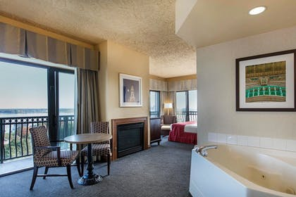 Guestroom | Shoreline Inn & Conference Center an Ascend Collection Hotel