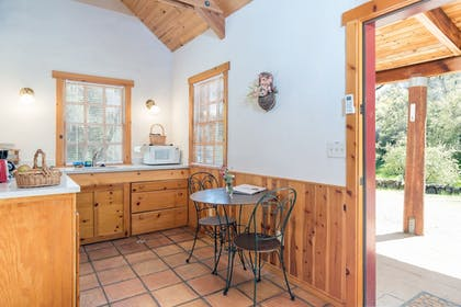 In-Room Dining | Homestead Cottages