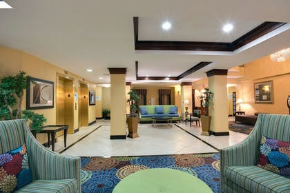 Lobby | Holiday Inn Express Tower Center