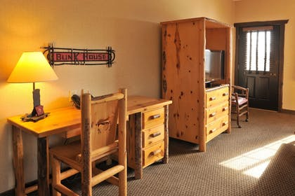 Guestroom   Stoney Creek Hotel & Conference Center LaCrosse
