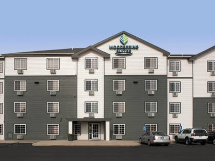 Hotel Entrance | WoodSpring Suites Wichita North