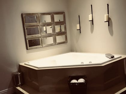 Jetted Tub | Budget Lodging