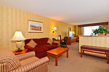 Living Area | Best Western Plus Pasco Inn & Suites