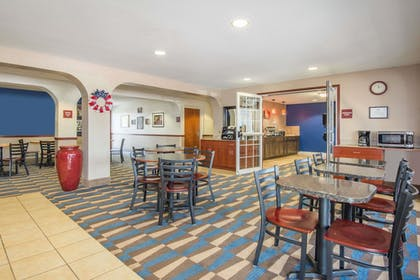 Breakfast Area | Microtel Inn & Suites by Wyndham Miami