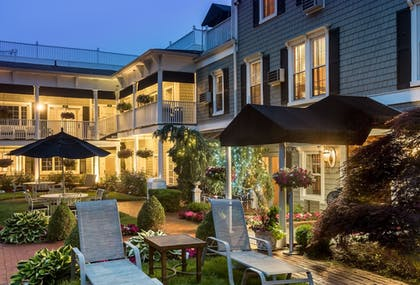 Exterior | Chateau Inn and Suites