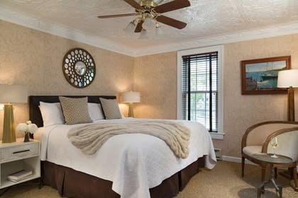 Guestroom | Chateau Inn and Suites