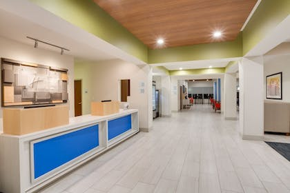 Lobby | Holiday Inn Express Hotel & Suites Tampa-Fairgrounds-Casino