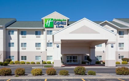 Exterior   Holiday Inn Express and Suites Stevens Point